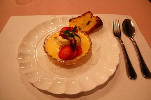 白ワインゼリー カスタードソース ヤマブドウのケーキ