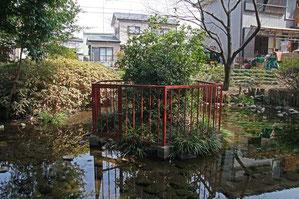 湧き水でできた弘法の池