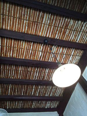 竹と漆喰の天井