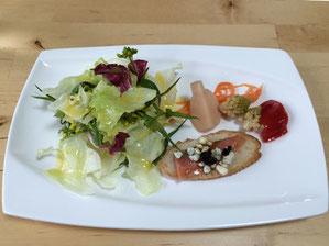 地元野菜を使ったサラダ