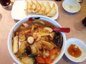 五目旨煮麺760円と餃子150円(通常は300円)