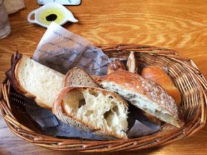 5種類のパン 種類や個数を指定しておかわり自由