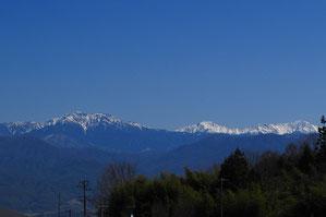 南アルプスの山々を遠望
