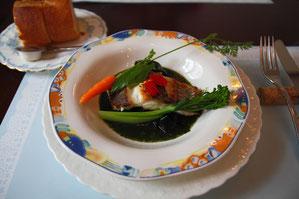 フランスパンと魚料理