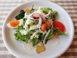 地元野菜のサラダ