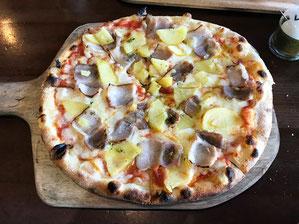 自家製ベーコンと自家栽培のキタアカリのピザ