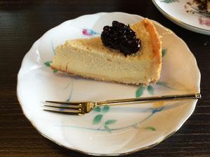 ナツハゼソースのチーズケーキ おいしかった