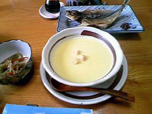 地元のトウモロコシを使った手作りスープ