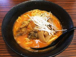 牛すじそば 甘目の味噌、爽やかな辛味 太麺
