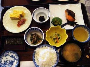 焼き魚がちゃんとシャケだったKenの和食