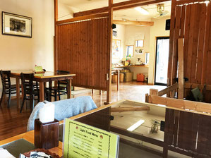 きのこ料理専門の軽食喫茶「ぴるつ」の店内