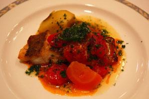 鯛のミニトマトソースがけ