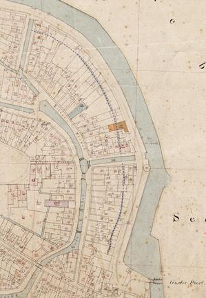 Het verloop van de verdwenen gracht valt nog te volgen op de kadastrale minuut van 1832. Het oranje pand is de vermaning.