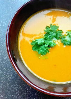 Pompoensoep met gele paprika en curry