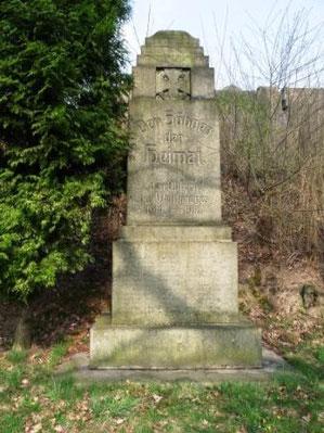Kriegerdenkmall vor dem Friedhof