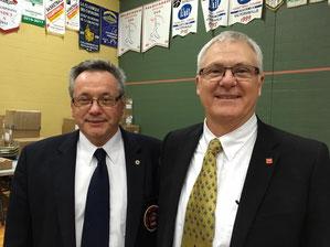 Serge Boulanger et Michel Brassard heureux d'apprendre qu'il venait de réussir son examen National C comme arbitre. Bravo!