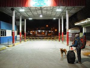 Grenzbrücke in Villazon - Nächtliche 3 Stunden Wartezeit bis zur Grenzöffnung