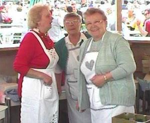 Dreamteam im Stand (2003) v.l.: Irm, Bertl und Edith