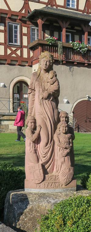 © Traudi - Irene von Byzanz. Die Statue wurde im Stauferjahr 2010 in Sandstein gemeißelt.