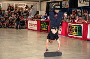Guenter Mokulys / Rail-Handstand-Kickflip
