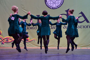 "Die Tänzerinnen der ""Greenwood School of Irish Dancing"""