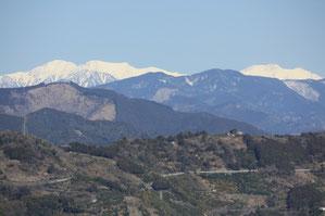 左から上河内岳、聖岳、赤石岳