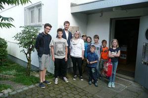 Die Jugendgruppe vor der Sternwarte Neumarkt; Foto: Gerald Reiser