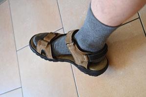 Socken sandalen und Modetrend: Männer