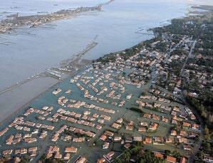 Vue aérienne des communes de la Faute sur mer et L'aiguillon sur mer après le passage de la tempête Xynthia.© Maxppp