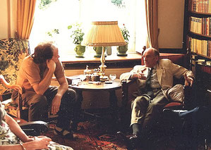 """Egon Müller III met Michel Ingels, in zijn """"Bibliothek"""""""