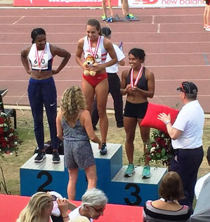 Kelsey Stewart receives her 400 gold medal from Sally Gunnell