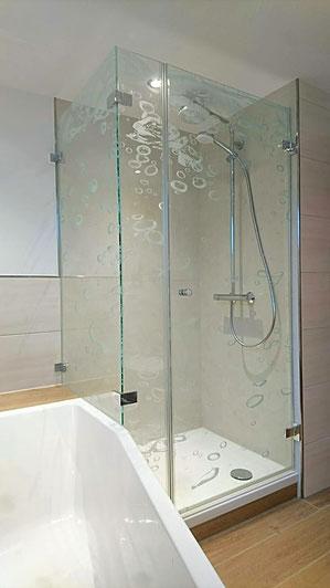 Duschabtrennung mit Motiv im Glas, Lasermotiv für Dusche