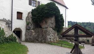 Burg Prunn, Burghof