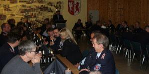 Die Feuerwehr-Führungskräfte der Verbandsgemeinde kamen im Lindtorfer Gerätehaus zusammen. Fotos: Stephan Metzker