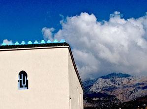 Moschee vor den Bergen