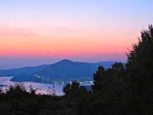 die Bucht von Budva im Abendlicht