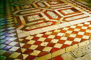 Mosaik datiert 1.207 n.Chr.