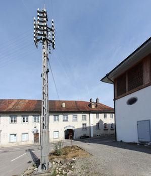 Historischer Telefonmast.