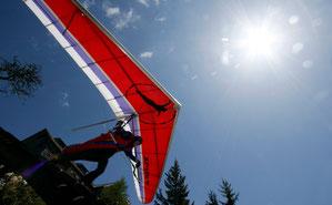 Auf geht es zum Drachenflug in den Alpen Österreichs