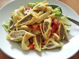 Geröstete Maultaschen mit Salat