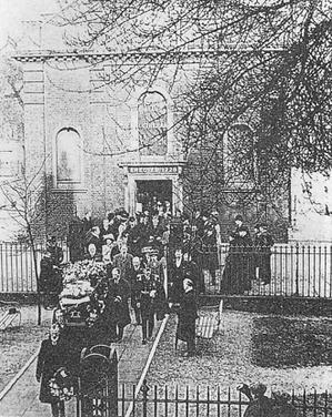 20世紀初頭、スウェ-デンボルグの遺骸は故国に戻されるためにロンドンの教会から運び出された。