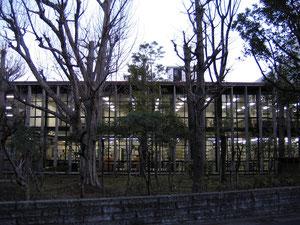 神奈川県立中央図書館 徒歩2分