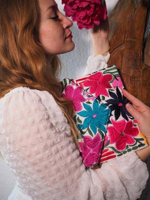 Taschen, Clutch, Schultertasche, Taschen aus Mexiko, bunte Taschen, Blumige Taschen, pinke Taschen, Stickerei, Hippie, Boho, Folklor, Damentasche, Frühlingstasche, Shopper, Sommertasche, Mexikanische Tasche