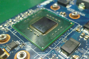 CPU Celeron1.3コーナーボンド除去後