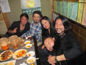 お久しぶりです!『BOUTIQUE HERMITAGE』のマキさん&トールさんご夫妻、そして…伊藤さーん!皆さんいい笑顔ですね♬