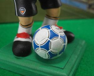 アディダス製のサッカーボール