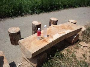丸太のテーブルベンチ