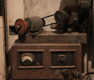 schleifmaschine und ladegerät