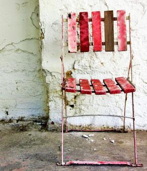 Platz nehmen - rosa Stuhl
