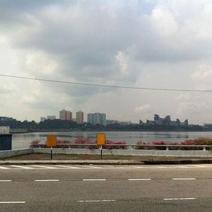 対岸はシンガポール